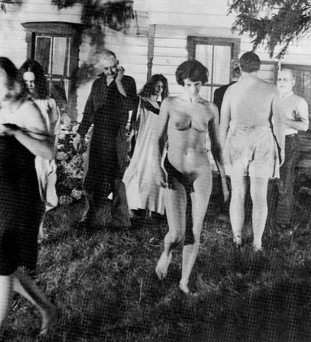 http://horrorpediadotcom.files.wordpress.com/2012/06/night-of-the-living-dead-naked-female-zombie.jpg