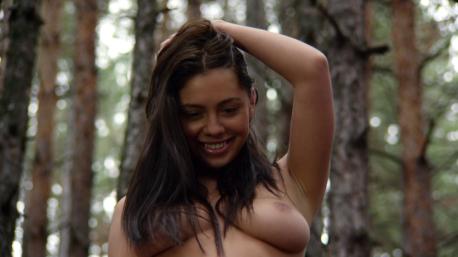 Wrong-Turn-6-boobs