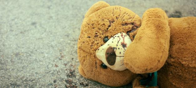sam-was-here-2016-horror-mystery-teddy-bear