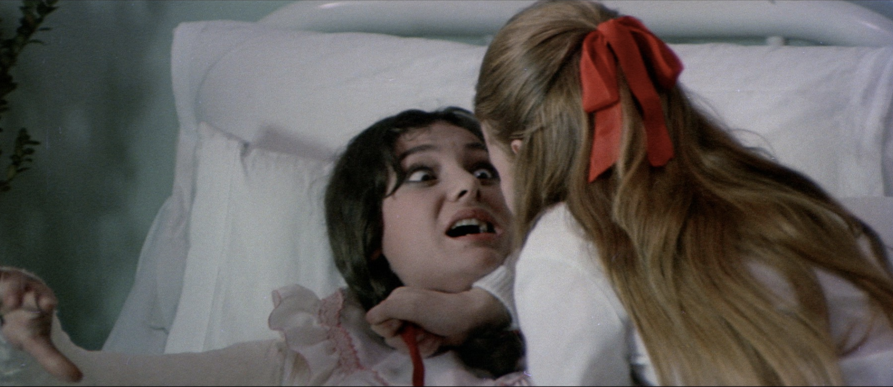 Red-Rings-of-Fear-1978-review-sleazy-giallomrhorrorpedia
