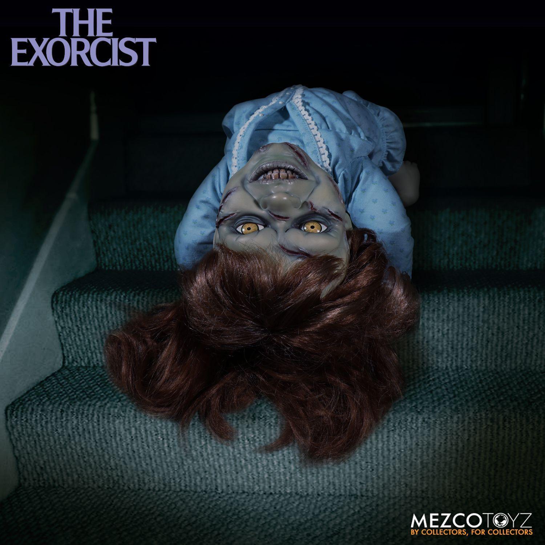 The-Exorcist-Mezco-Toyz-Regan-doll-4mrhorrorpedia